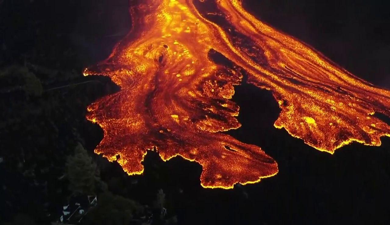 La colada de lava del volcán de La Palma se ensancha