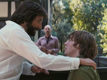 Bradley Cooper y el hijo de Philip Seymour Hoffman en 'Licorice Pizza'