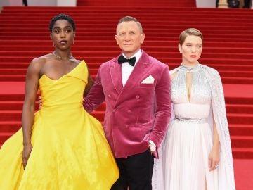 Daniel Craig, junto con Lashana Lynch y Léa Seydoux en la premiere de 'Sin tiempo para morir'