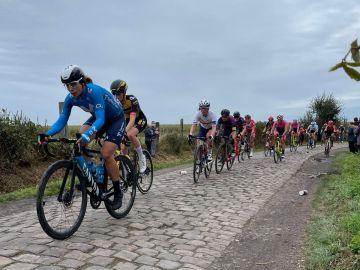 Sheyla Gutiérrez, la única española en participar en la mítica París-Roubaix, el 'infierno del norte'