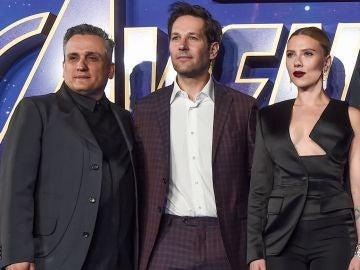 Joe Russo, Paul Rudd y Scarlett Johansson