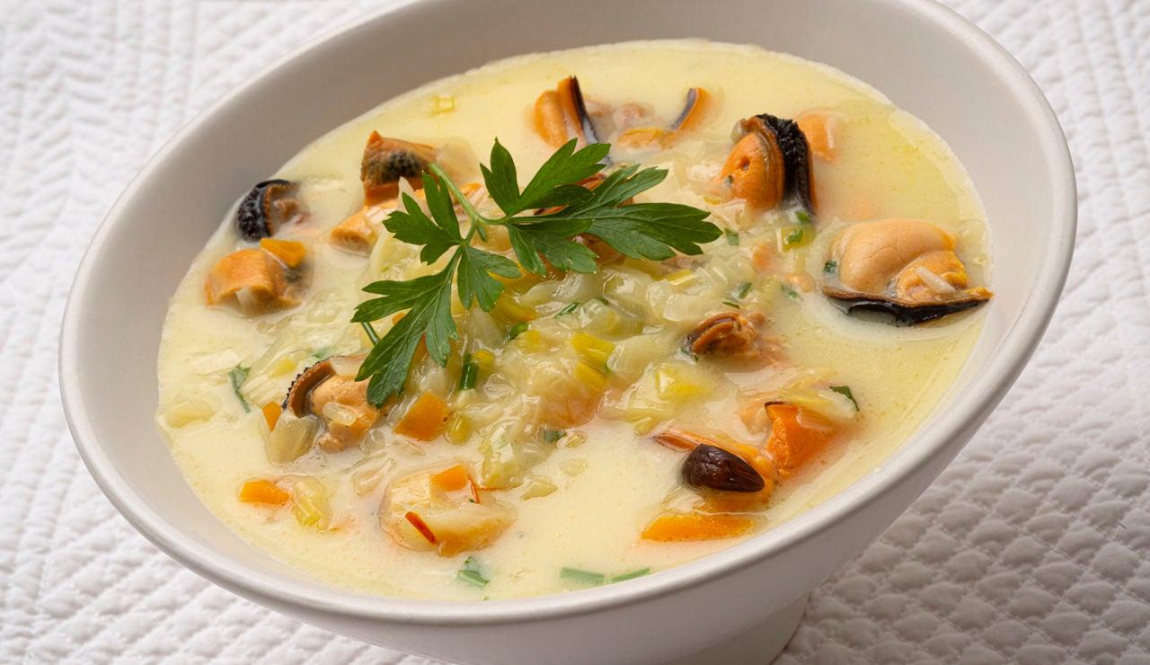 """Sopa """"de lujo"""" de Karlos Arguiñano: con verduras y mejillones"""