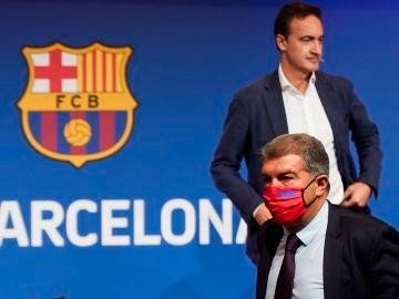 Ferran Reverter, director general del Barcelona, junto a Joan Laporta