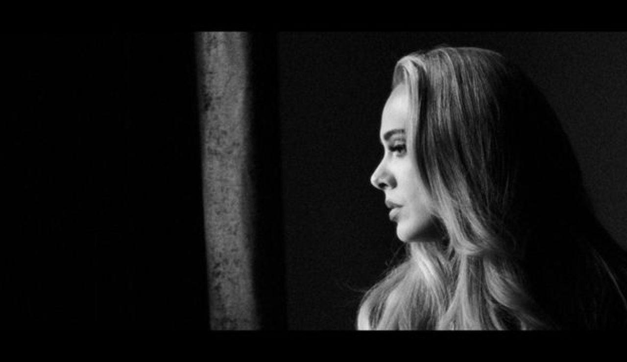 Adele se sincera: estos son los motivos del inesperado lanzamiento de su nuevo disco y a quién va dirigido