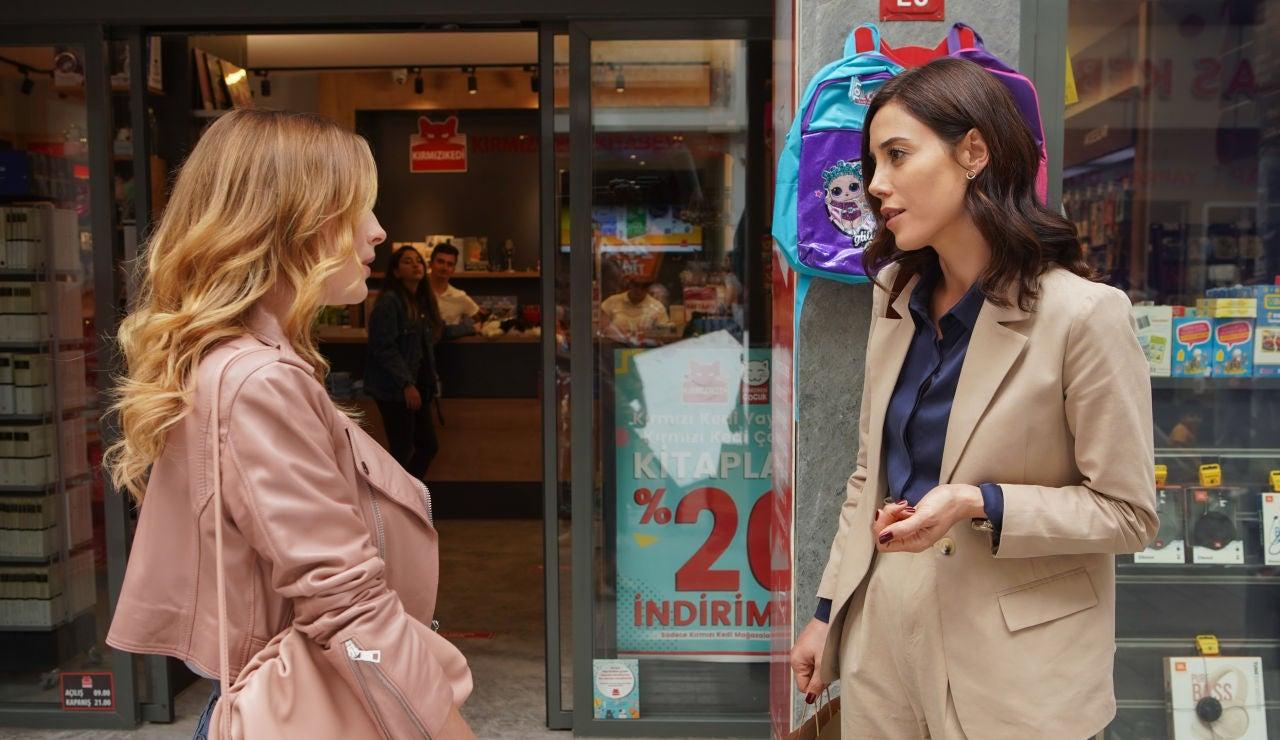 La foto que muestra la verdadera relación entre Melis Sezen y Cansu Dere, Derin y Asya en 'Infiel'