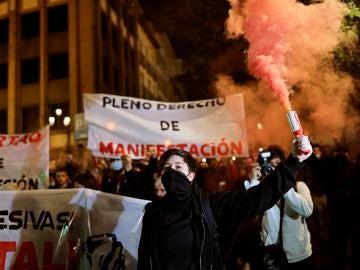 """Grupos antisistema se manifiestan en Madrid contra """"el aumento de las leyes represivas"""""""