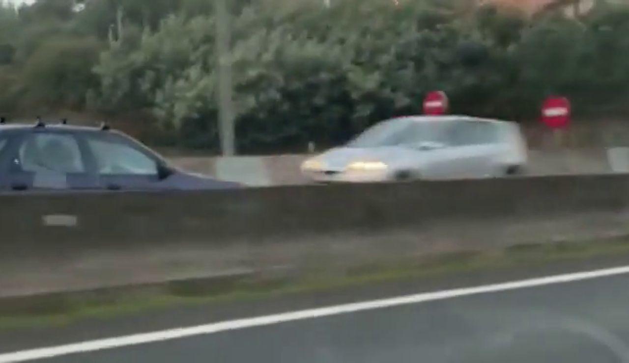 """Un conductor alerta a un kamikaze que circula en dirección contraria por una autovía en Vigo: """"¡Sal de ahí!"""""""
