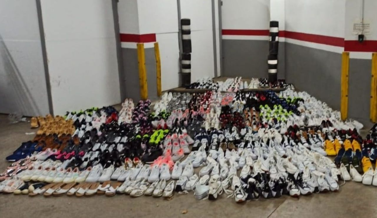 Un motorista ebrio y un conductor con carnet falso y 408 pares de zapatos en el coche causan un accidente en Cambrils