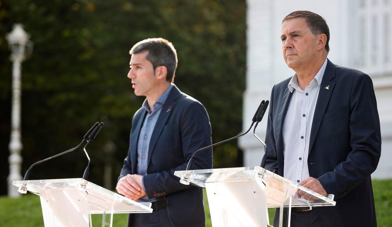 El coordinador general de EH Bildu, Arnaldo Otegi, y el secretario general de Sortu, Arkaitz Rodríguez