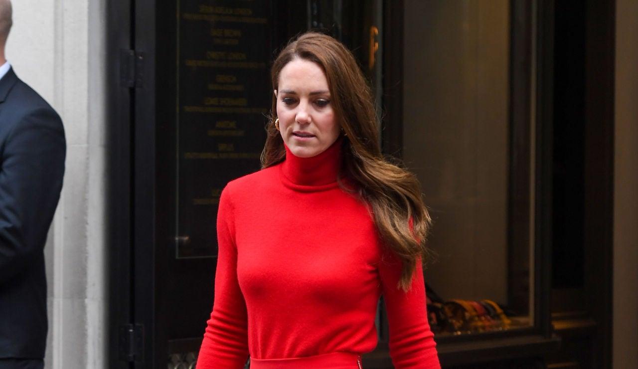 El impactante vestido de Kate Middleton: se convierte en 'La mujer de rojo'