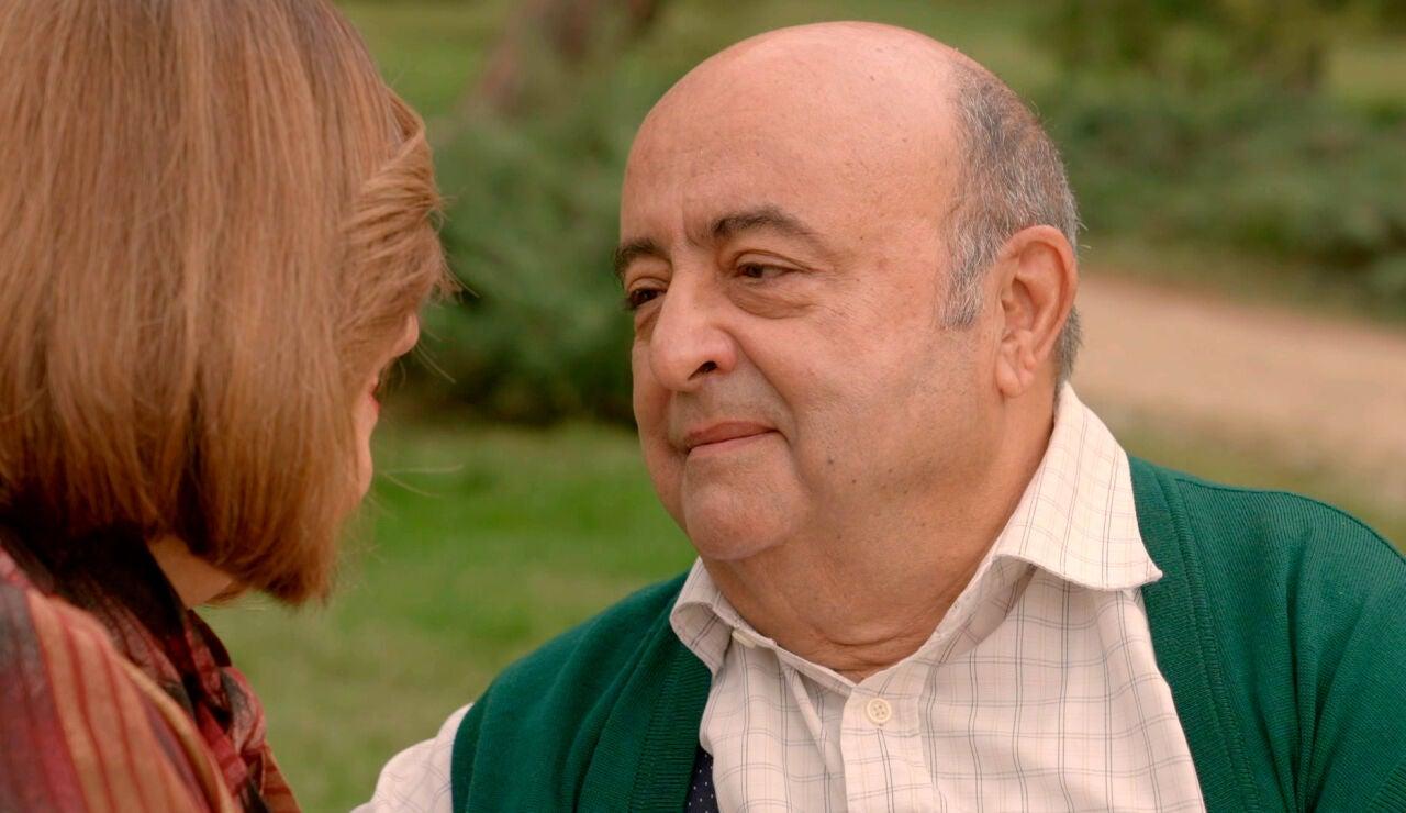 Germán demuestra a Carmen que nunca la abandonará del todo