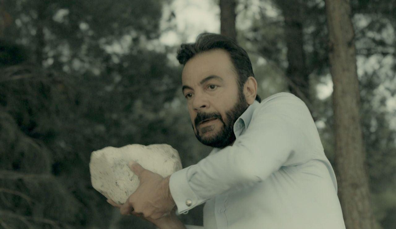 Fekeli y Hünkar se deshacen de las pruebas que acusan a Yilmaz de la muerte de Ecrüment