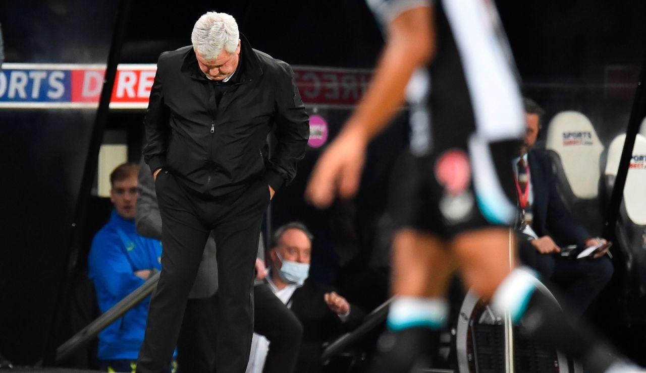 Steve Bruce en sus últimos momentos como entrenador del Newcastle