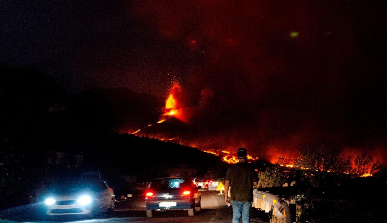 El avance de la colada de La Laguna obliga a la evacuación de varios barrios de Tazacorte y Los Llanos de Aridane