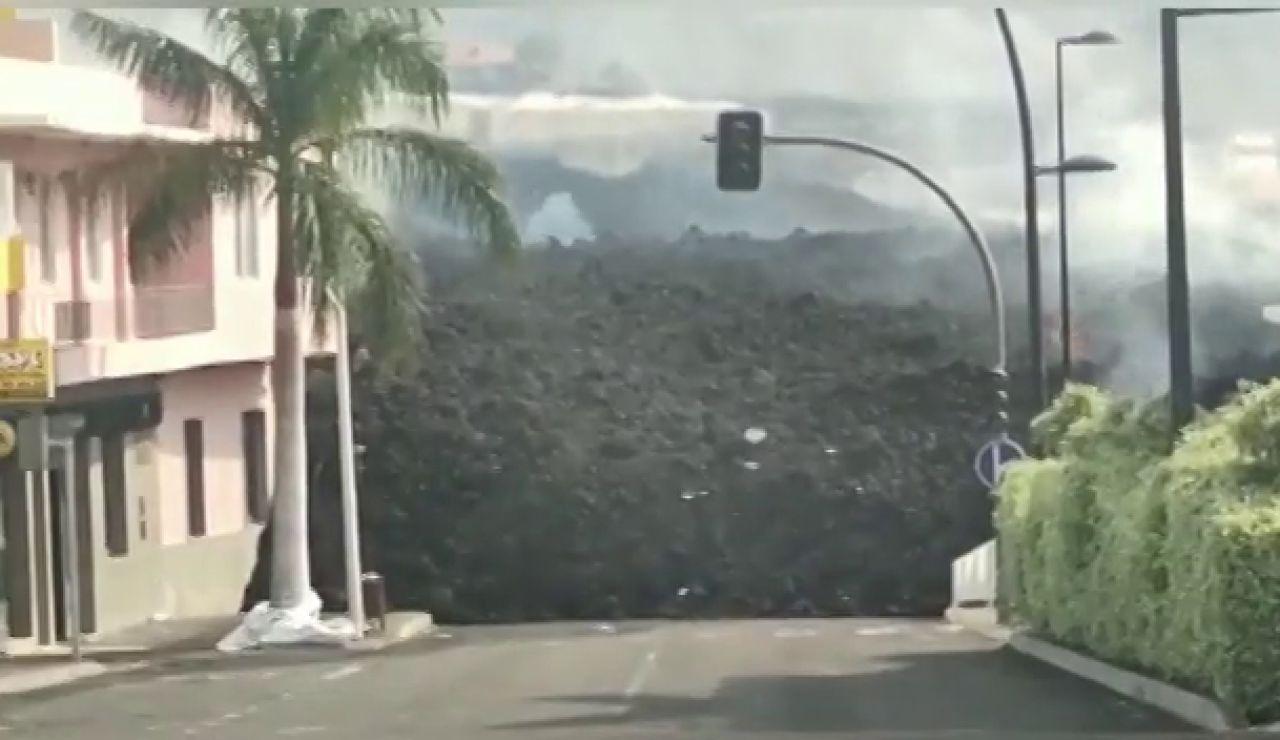 La lava del volcán de La Palma sepulta varios pueblos y una gasolinera en La Laguna