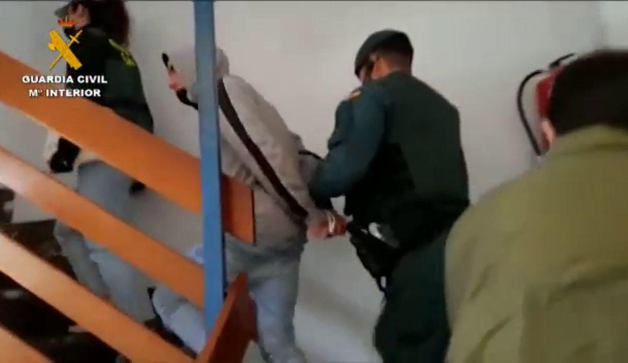 El momento en que la Guardia Civil desarticula la banda criminal de origen latino 'Blood' en España