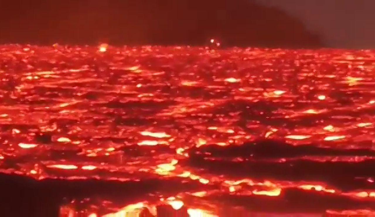 El espectacular mar de lava que deja en las últimas horas el volcán de La Palma