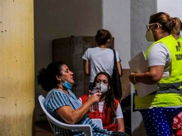 Imagen de los evacuados por el volcán de La Palma