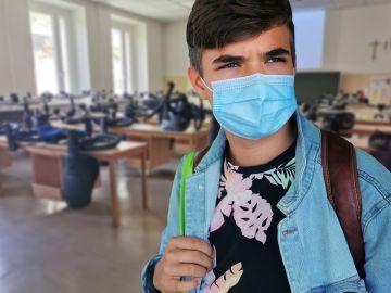 Las mascarillas dejarán de ser obligatoria en los patios de los colegios en Madrid