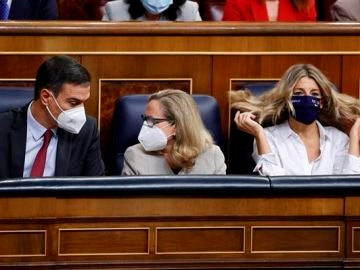 Pedro Sánchez, Nadia Calviño y Yolanda Díaz