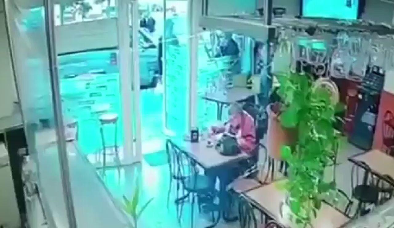 Un ladrón aprovecha la discapacidad de su víctima para robarle en L'Hospitalet de Llobregat