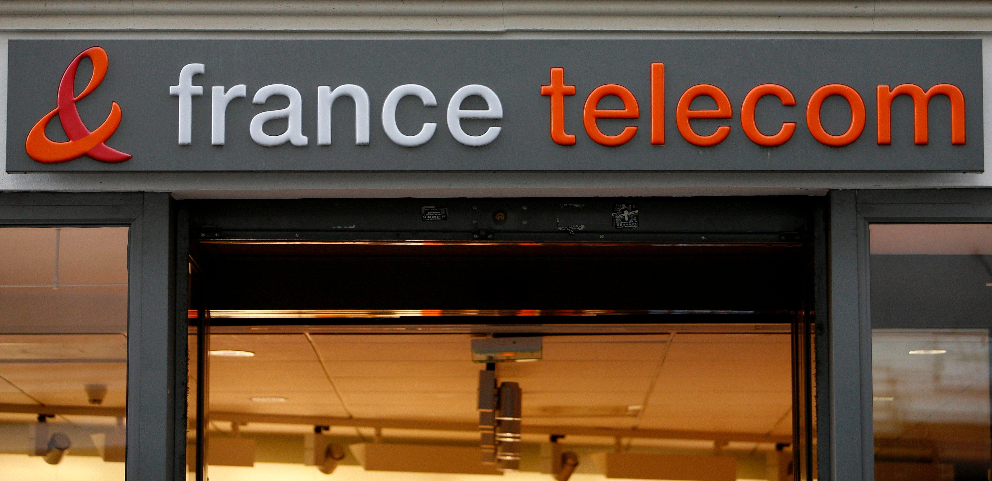 Acoso En Carceles Porno tres altos cargos de la antigua france télécom condenados a un año de  cárcel por acoso moral