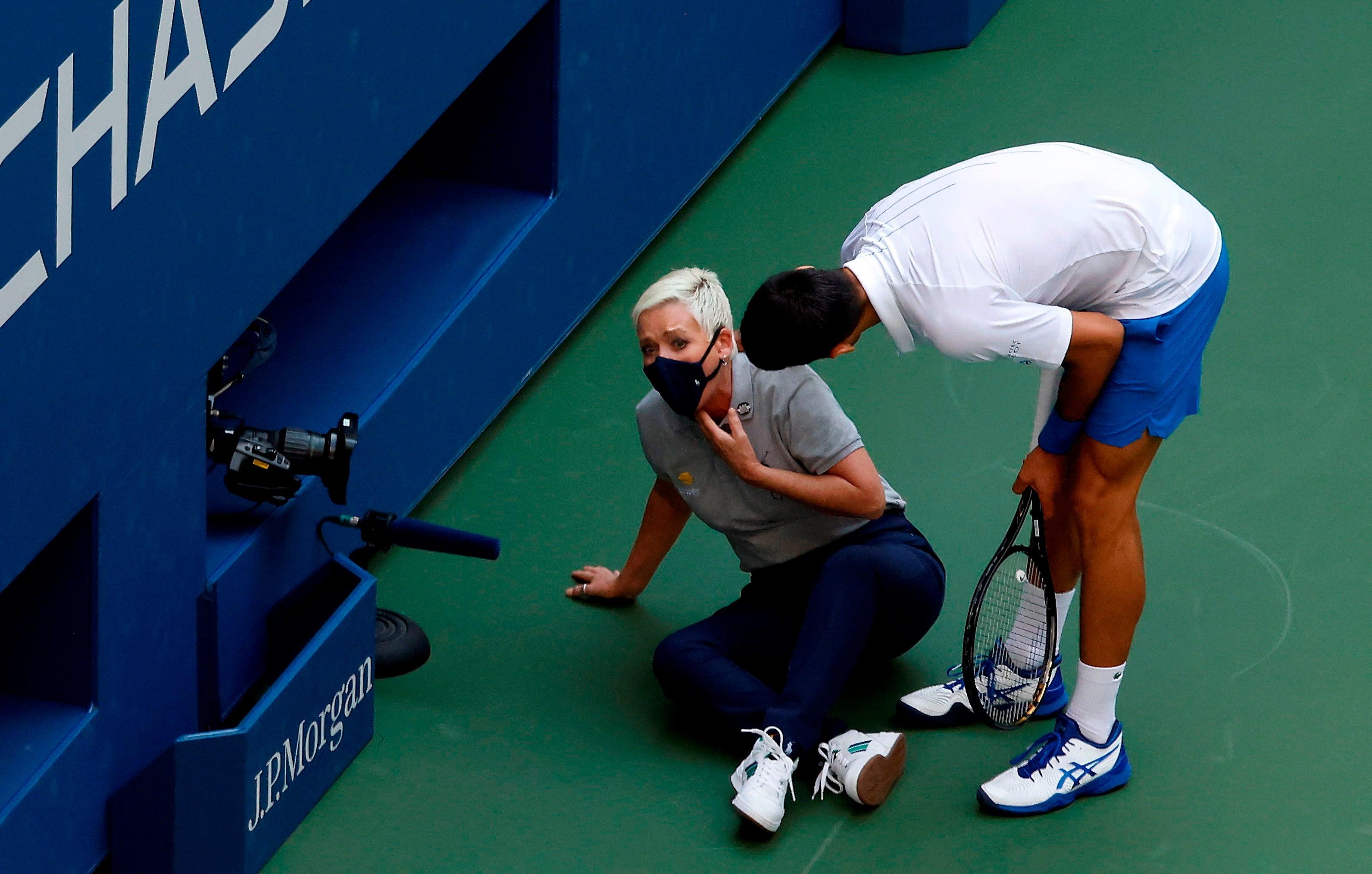 Novak Djokovic Pide A Sus Fans Que Dejen De Acosar A La Juez De Linea No Hizo Nada Malo Os Pido Que La Apoyeis
