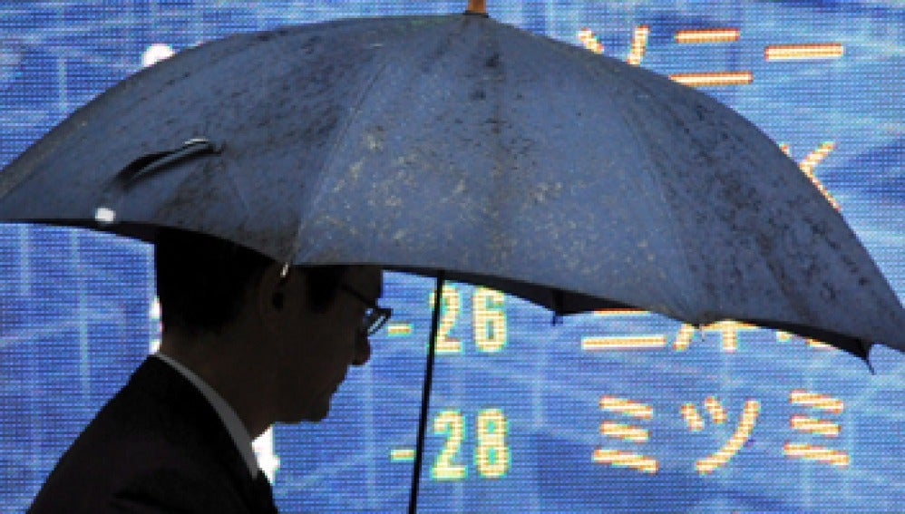 Monitor que muestra el índice Nikkei