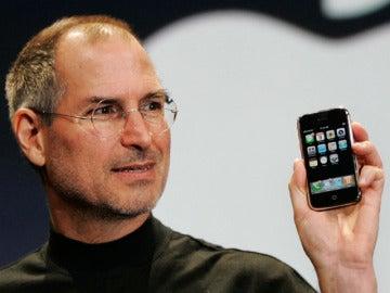 Jobs usa su iPhone para contestar a un usuario