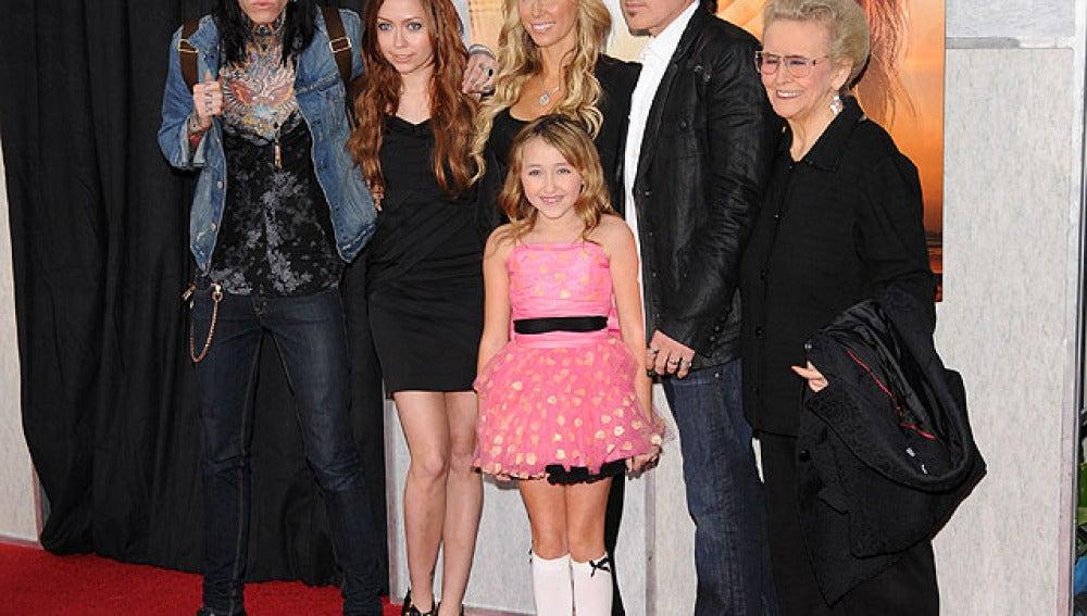 Los padres, hermanos y la abuela de Miley