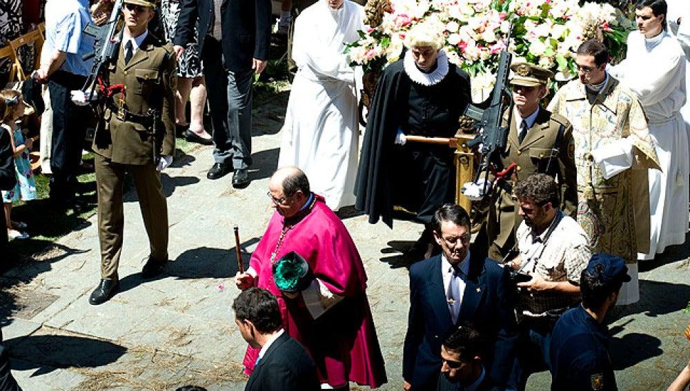 Los militares procesionan en el Corpus