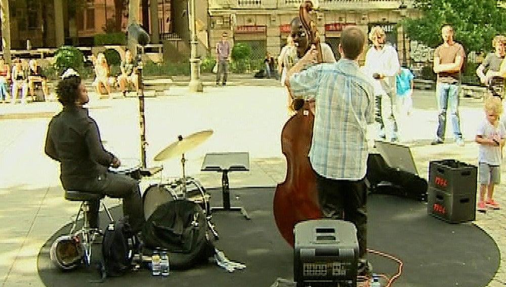Músicos tocando en la calle