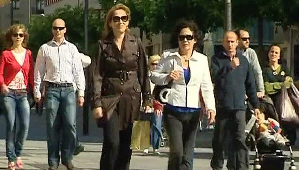 Gente por una calle de Pamplona