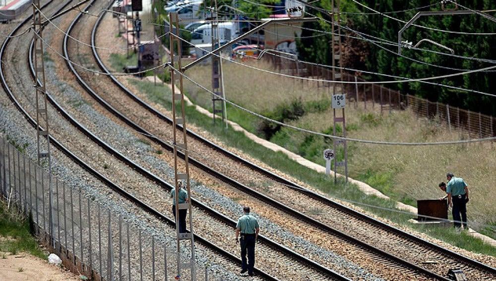 La Guardia Civil inspecciona las vías