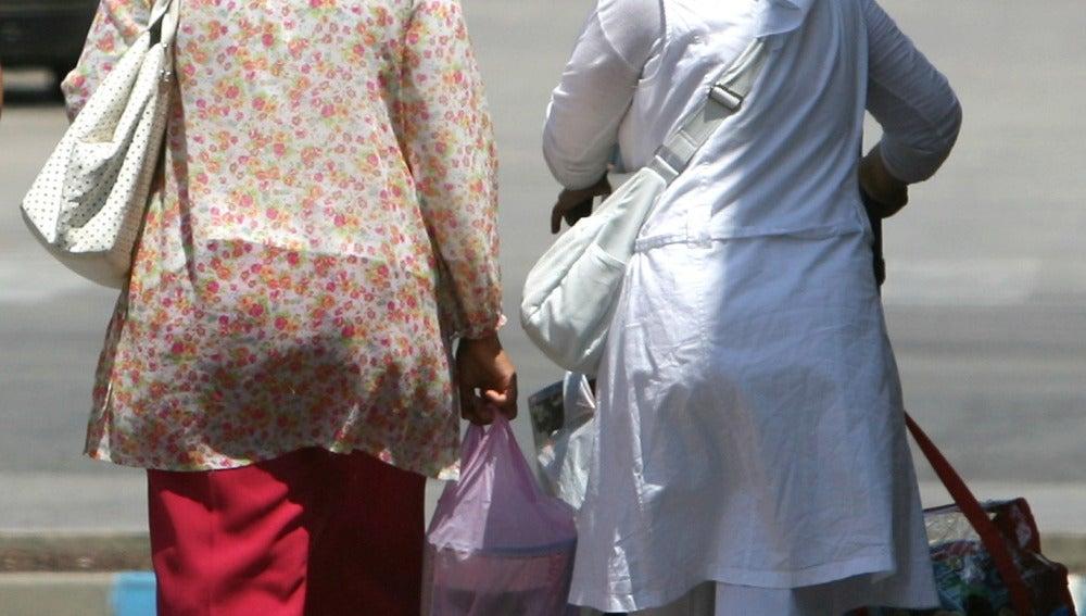 Mujeres paseando con el burka