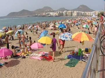 La calima hace insoportable el calor en Canarias