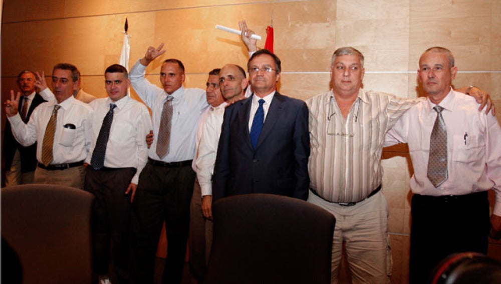 Los siete disidentes cubanos a su llegada a Madrid