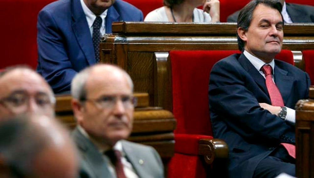 Artur Mas observa a Montilla