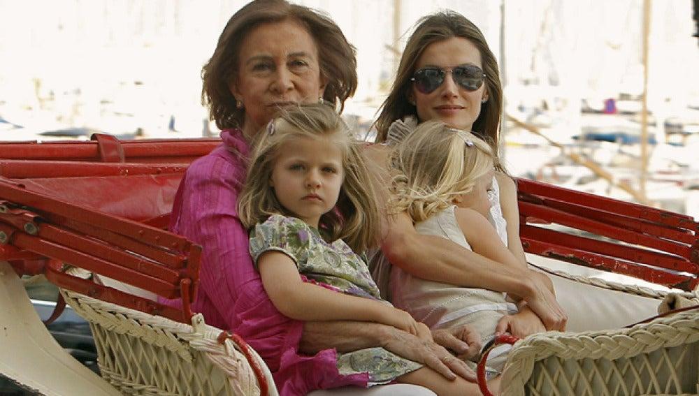 La Familia Real pasea en calesa por Palma