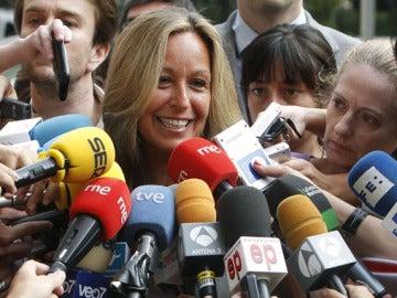 Trinidad Jiménez anuncia su candidatura a los medios