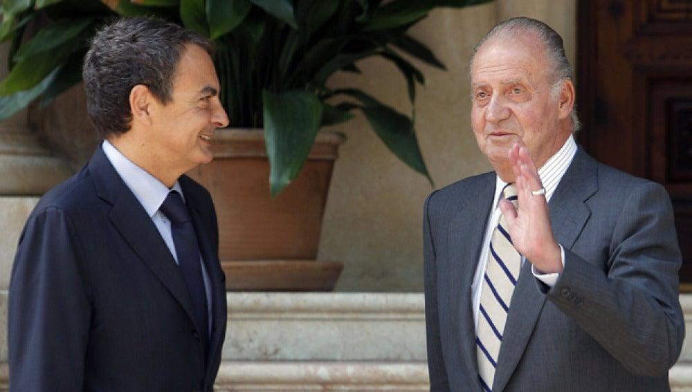El Rey junto a Zapatero en su reunión en el Palacio de Marivent
