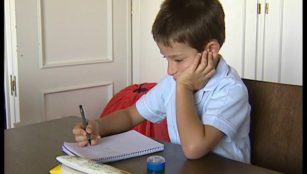 Los niños deben empezar ya a hacer las tareas del colegio