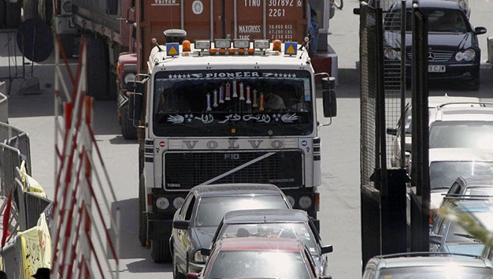 Centenares de camiones parados a la entrada de Melilla