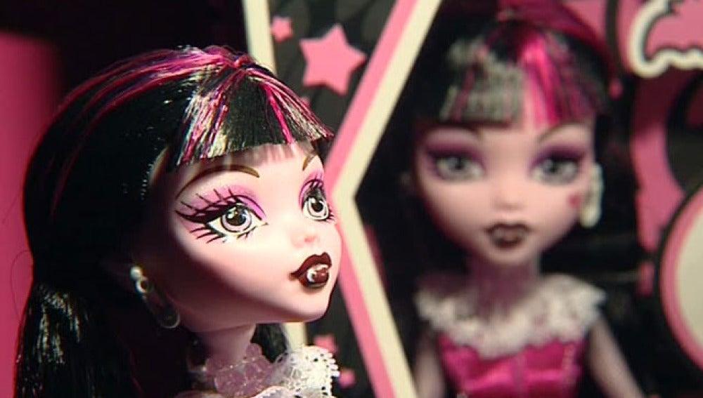 La muñeca de moda es un vampiro