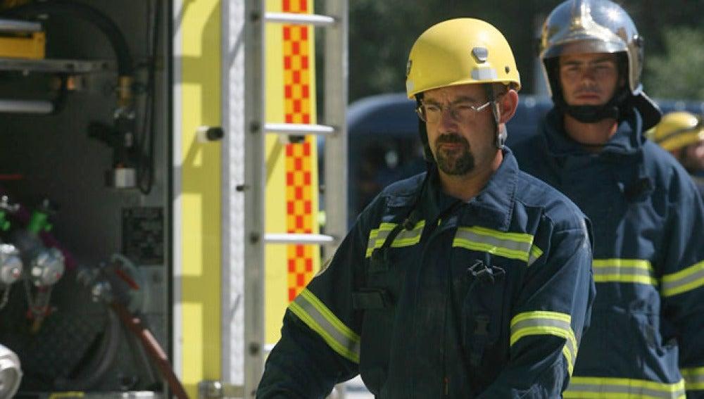 Los bomberos intervienen en el incendio de Cádiz