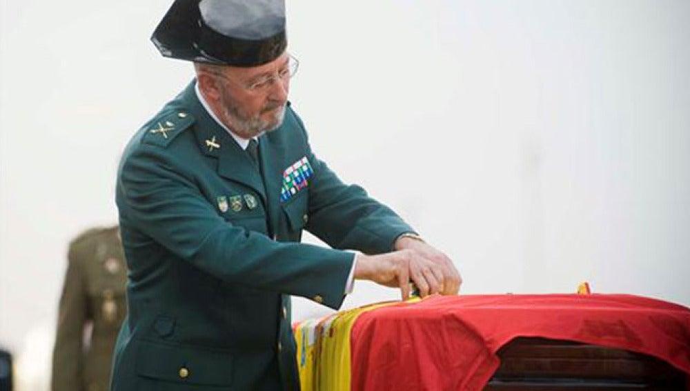 El entierro de los guardias civiles