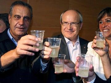 Corbacho brinda con Montilla