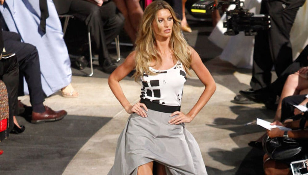 La modelo Giselle Bundchen desfila en la Gran Manzana
