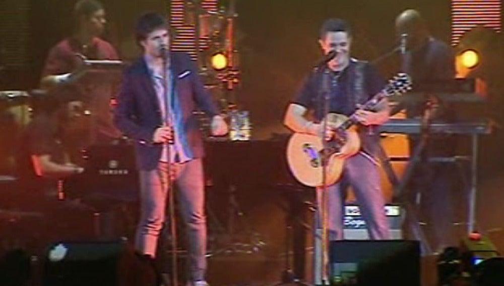Alejandro Sanz canta con Dani Martín