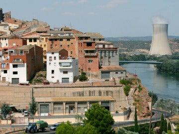 La localidad tarraconense de Ascó con la central nuclear en funcionamiento
